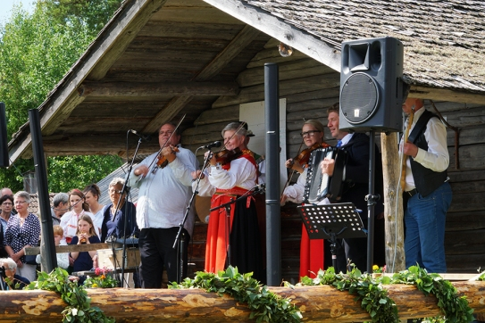 Traditional Midsommarfest in Varmhus